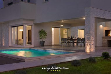 The villa is forseen for 8 persons