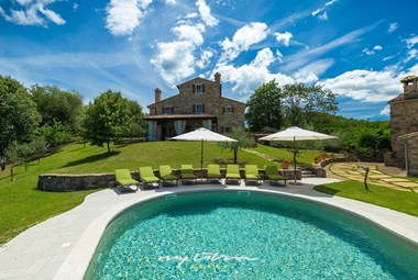 Villa with pool surrounded by nature in Central Istria