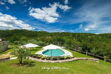 Relax in this beautiful villa with private pool in Central Istria