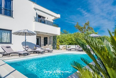 The villa can accommodate 6 persons