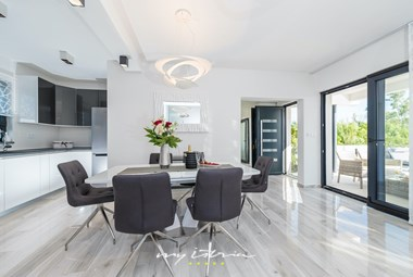 Modern and bright dining area with access to villa´s terrace