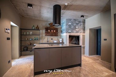 Fully equipped kitchen with island - Villa Covri near Novigrad