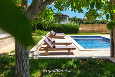 Lovely villa with garden and private pool in Betiga