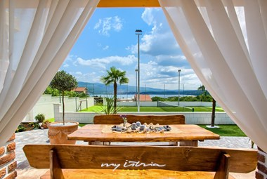 Covered outdoor dining area with sea view - Villa Mek