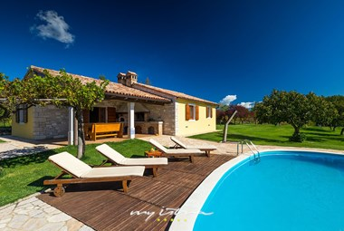 Villa´s lovely garden and private pool