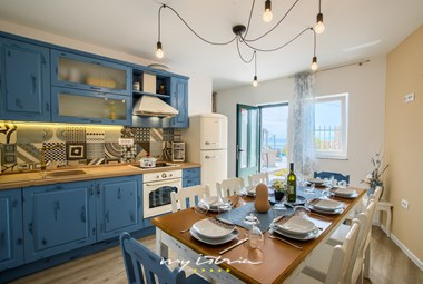 Fully equipped kitchen with dining area - Villa Leticija