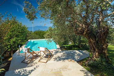 Relax and breath in the scent of mediterranean herbs next to the pool in Villa Kamik