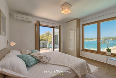 One of 4 beautiful bedrooms with sea view at Villa Sail