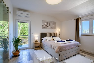 Cosy bedroom with double bed at Villa Punte Bianche