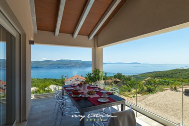 Covered outdoor dining area with sea view - Villa Istra Panorama