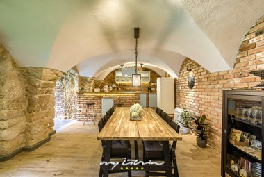 Rustic dining room and fully equipped kitchen in Villa Violeta