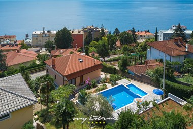Villa Rosemary is only 300m from the beach