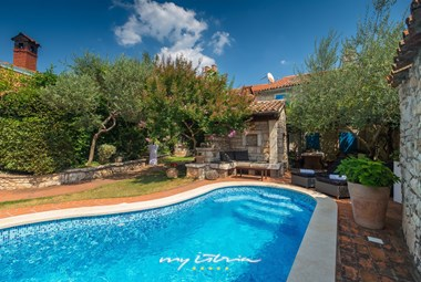 Wonderful pool in the charming outdoor area of Villa Edi near Pula