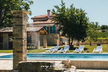 The wonderful Villa Kanedolo offers a private pool and is surrounded by vineyards - Central Istria