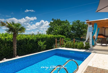 Lovely villa with pool near Novigrad
