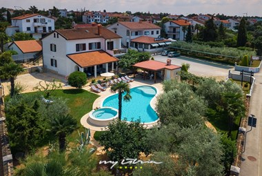 Villa David with private pool and large garden in Porec