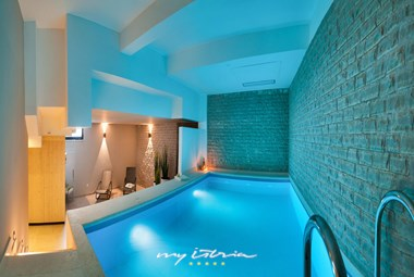 Private pool in the wellness are of the villa