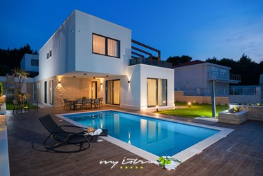 Our villa in Dalmatia can accommodate up to 11 persons