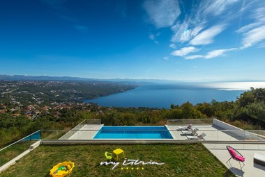 Villa´s great garden with private pool overlooking the Kvarner bay
