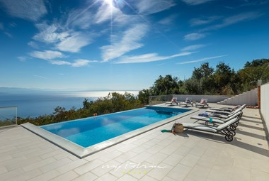 Amazing private pool in Villa Kelly