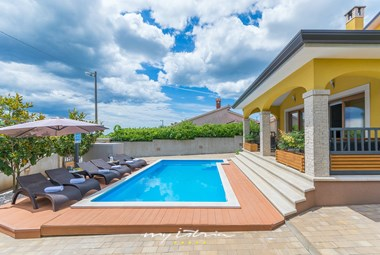 Family villa can accommodate up to 6 persons