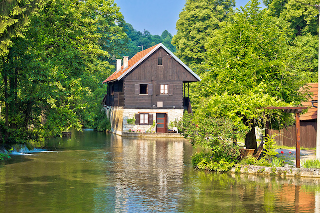 old-wooden-house-with-a-mill-on-the-river-slunjcica-in-Rastoke-village