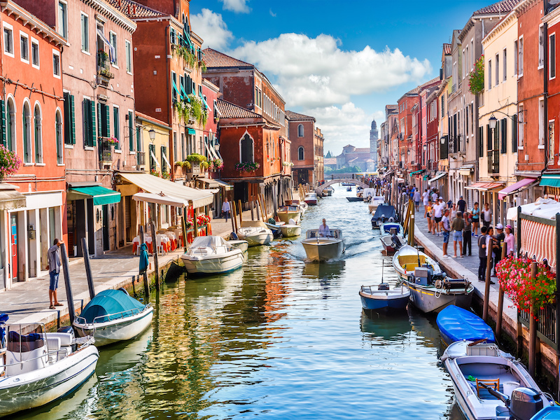 colourful-buildings-and-boats-on-both-sides-of-Murano-island-near-Venice