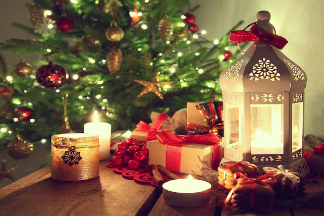 decoarted-christmas-tree-with-presents-and-candels-next-to-it