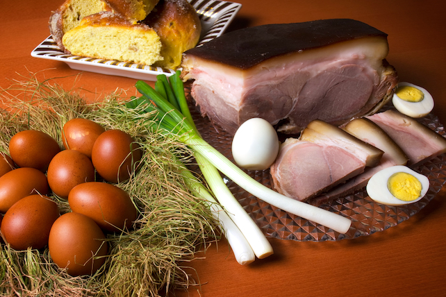 traditional-Easter-food-with-ham-hard-boiled-eggs-onion-and-pinca-bread