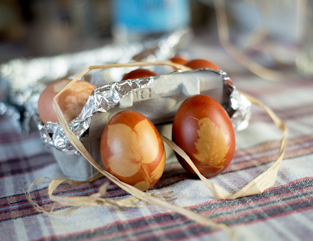 traditionaly-decorated-with-leaves-brown-easter-eggs-on-a-tablecloth