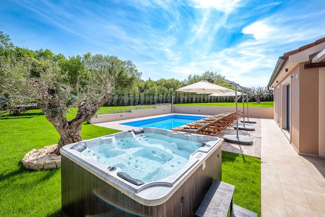 view-of-the-pool-the-jacuzzi-and-the-garden-in.front-of-villa-Mali-Vareski