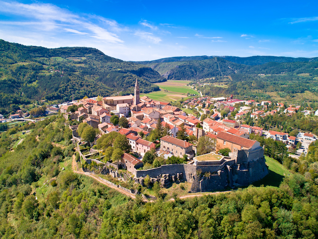 red-roofs-on-houses-church-tower-and-stone-walls-surrounding-the-town-Buzet
