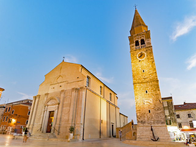 umag-old-town-during-dusk-view-of-the-church-and-old-cobble-streets