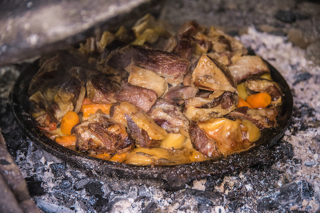 traditional-croatian-dish-lamb-under-the-bell-served-with-vegetables