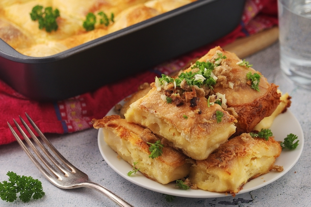 zagorski-strukli-served-on-a-plate-with-spices-as-decorations