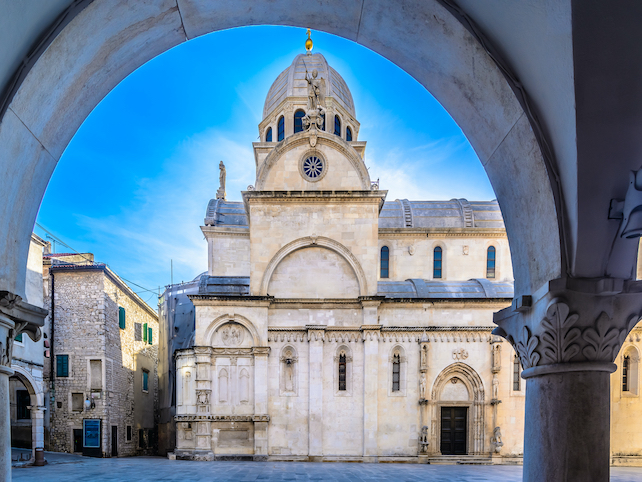 st-james-cathedral-built-entirely-from-stone-located-in-Sibenik-is-on-UNESCO-list