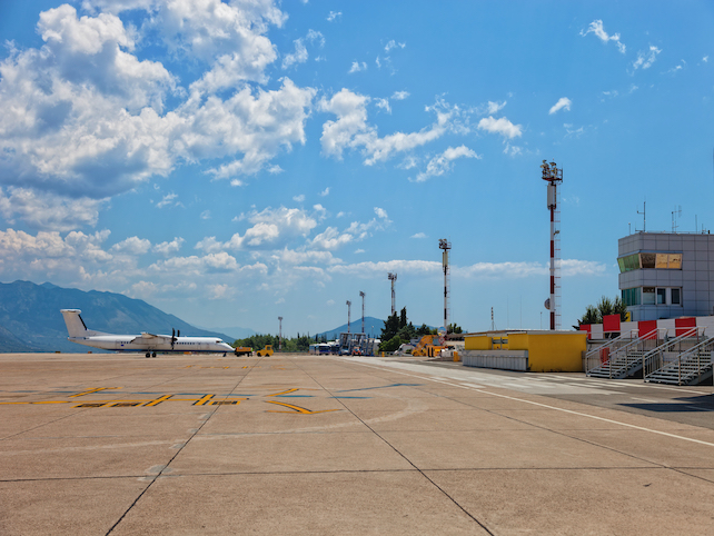 empty-airport-in-Dubrovnik-with-an-airplane-outside-and-clear-blue-sky