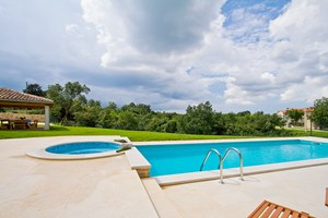 Villa Agra Let the pool in Villa Agra spoil you