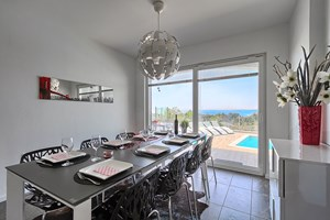Villa White Gem Stylish dining table in Villa in Viskovici