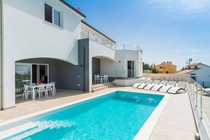 Villa White Gem Villa White Gem with pool in Viskovici