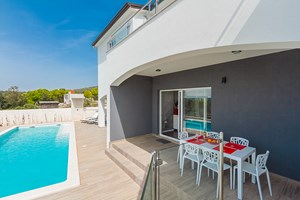 Villa White Gem Terrace with pool at villa in Viskovici