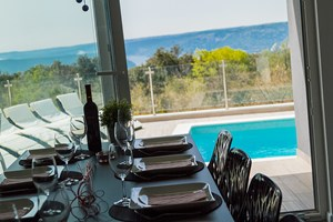 Villa White Gem Lunch with sea view In Villa in Viskovici